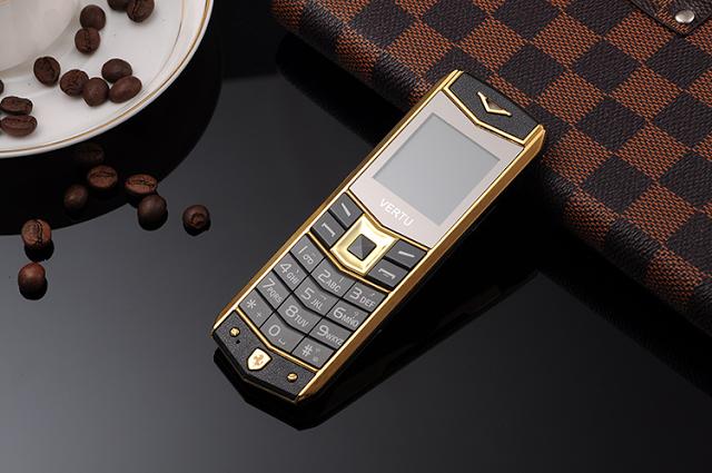 Điện thoại Vertu A8 siêu mỏng nhất hiện nay