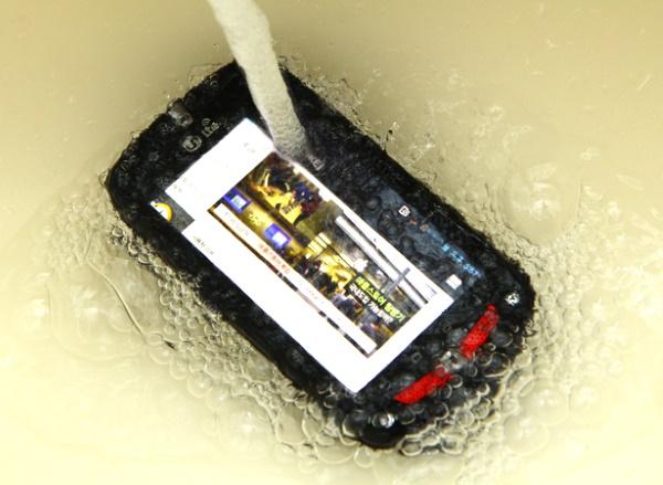 Điện thoại chống nước Casio Gzone