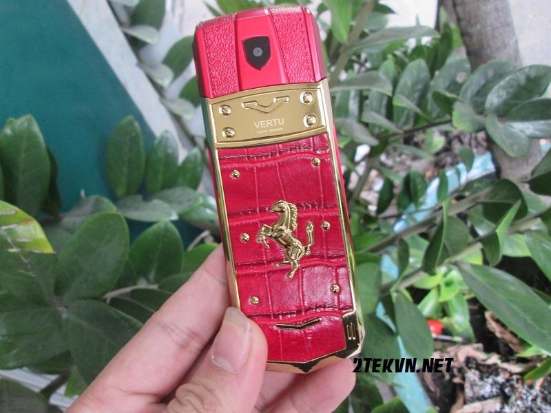 điện thoại Vertu v403 màu đỏ 1
