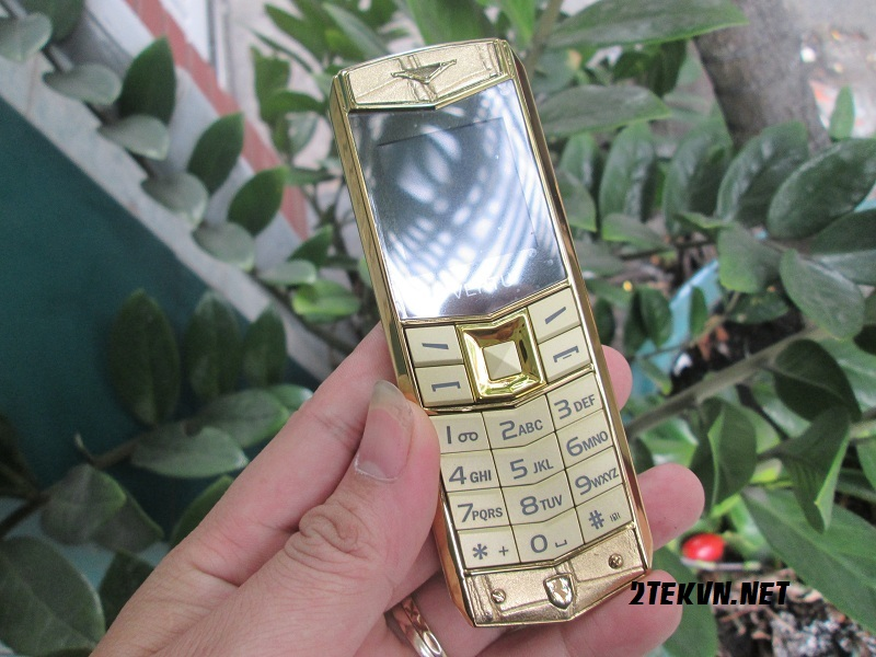 Vertu A8 fake