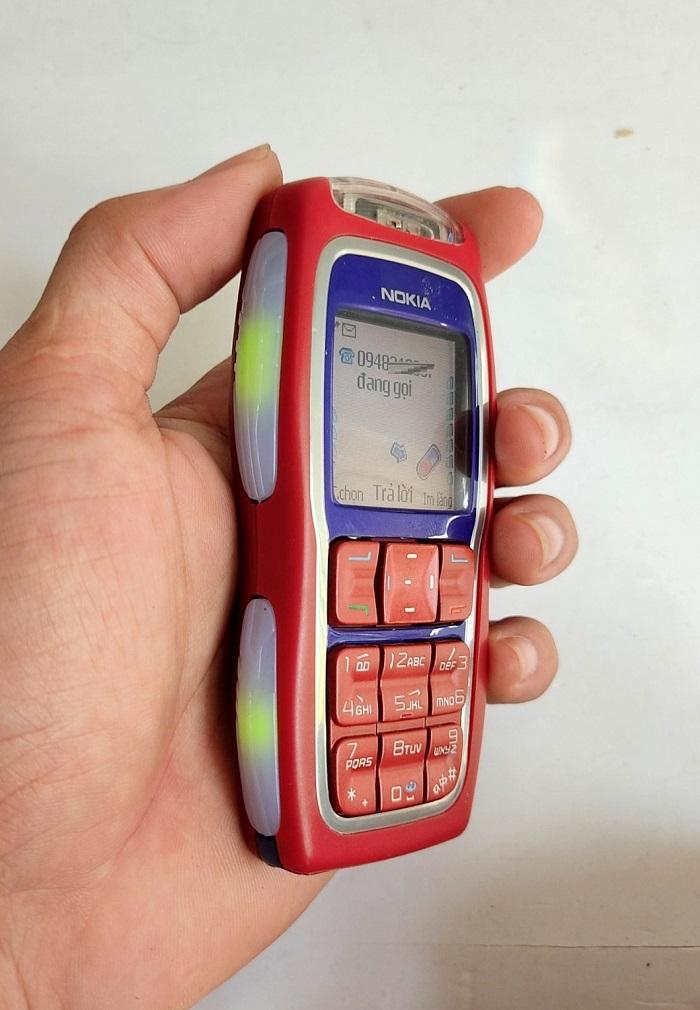 Đèn báo tin nhắn, cuộc gọi bên hông của Nokia 3220
