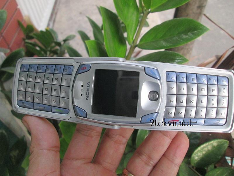 Điện thoại Nokia 6820 2 bàn phím