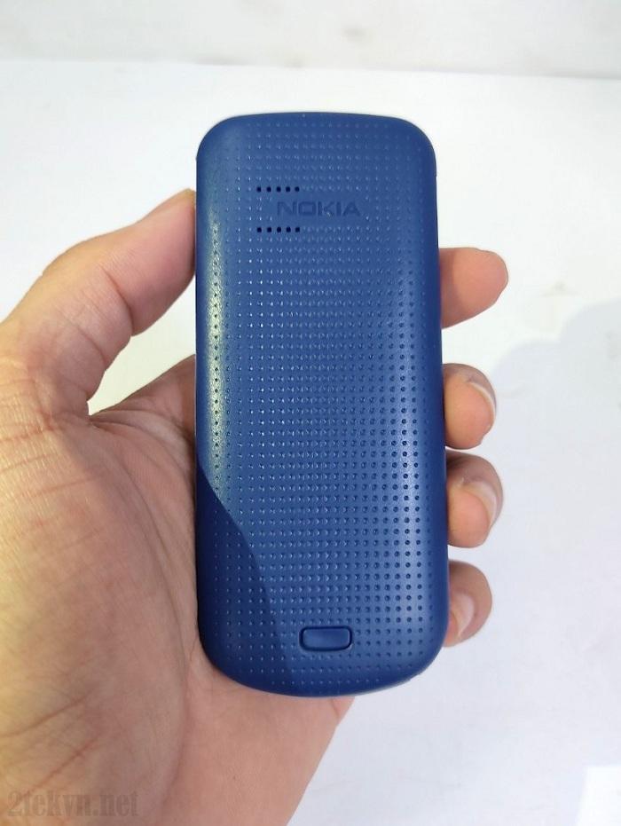 Mặt lưng đơn giản của chiếc Nokia 1202