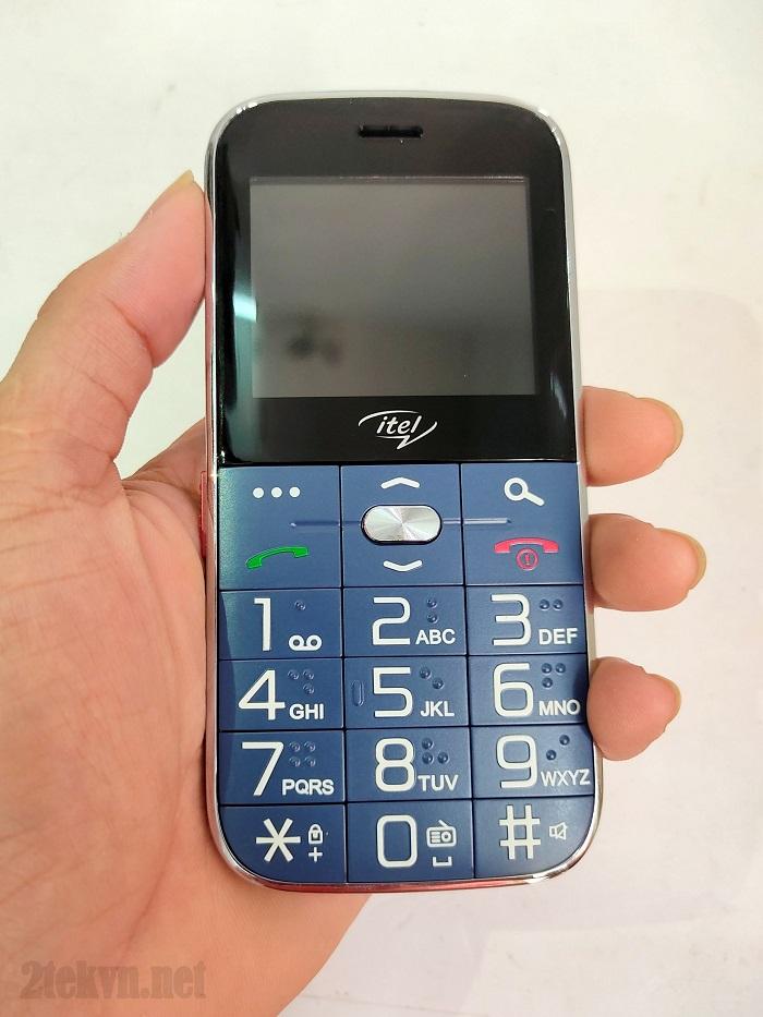 it2590 có màn hình cùng bàn phím rất lớn