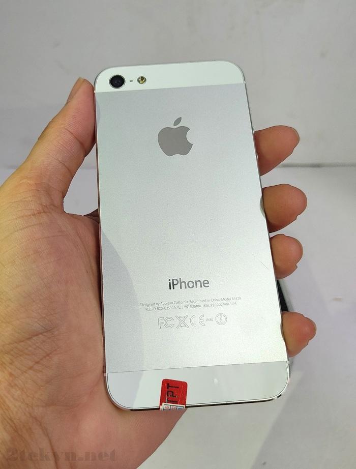 iPhone 5 có mặt lưng bằng hợp kim chắc chắn