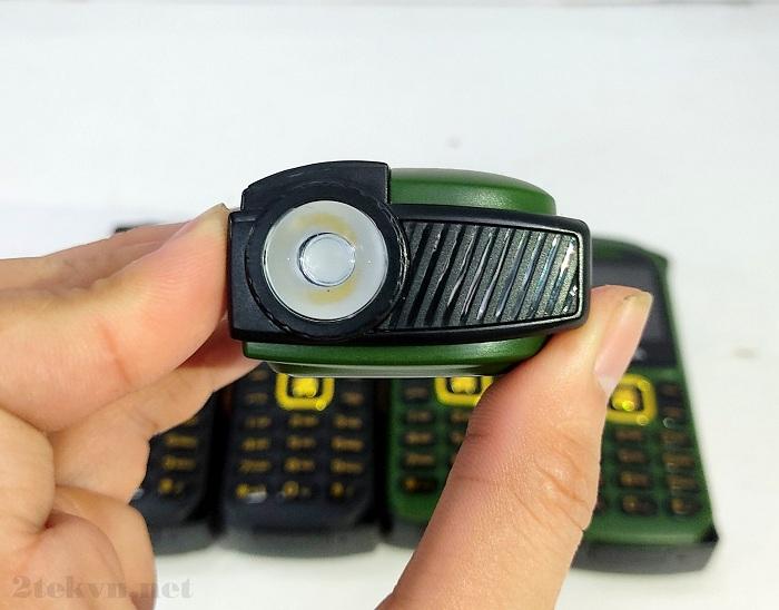 BM999 được trang bị đèn pin siêu khủng ở phía đỉnh đầu của máy