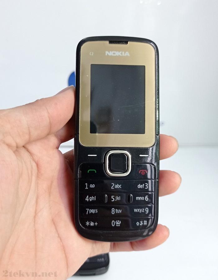 Nokia C2-00 có thiết kế truyền thống nhỏ gọn