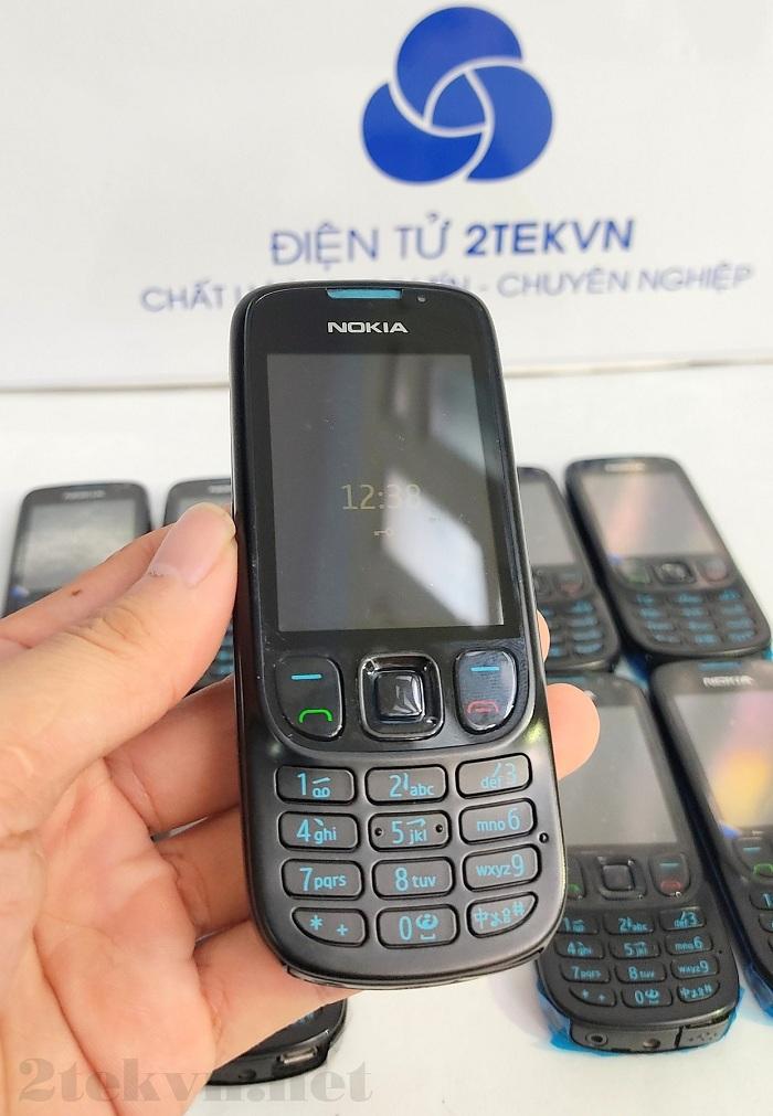 Nokia 6303 có kiểu dáng nhỏ gọn, dễ dàng cầm gọn trên tay