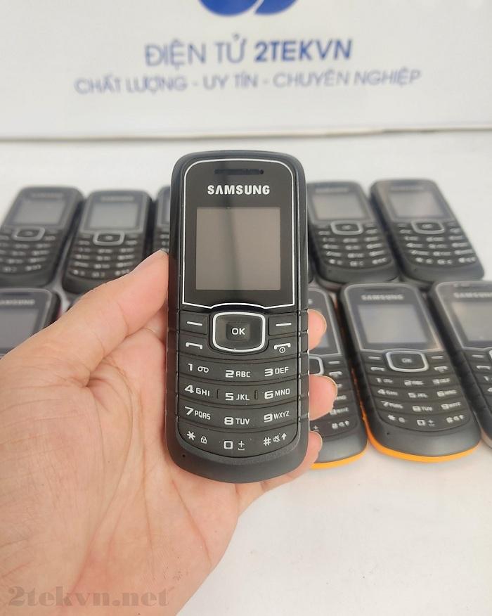 Samsung E1080 có thiết kế nhỏ gọn tiện lợi